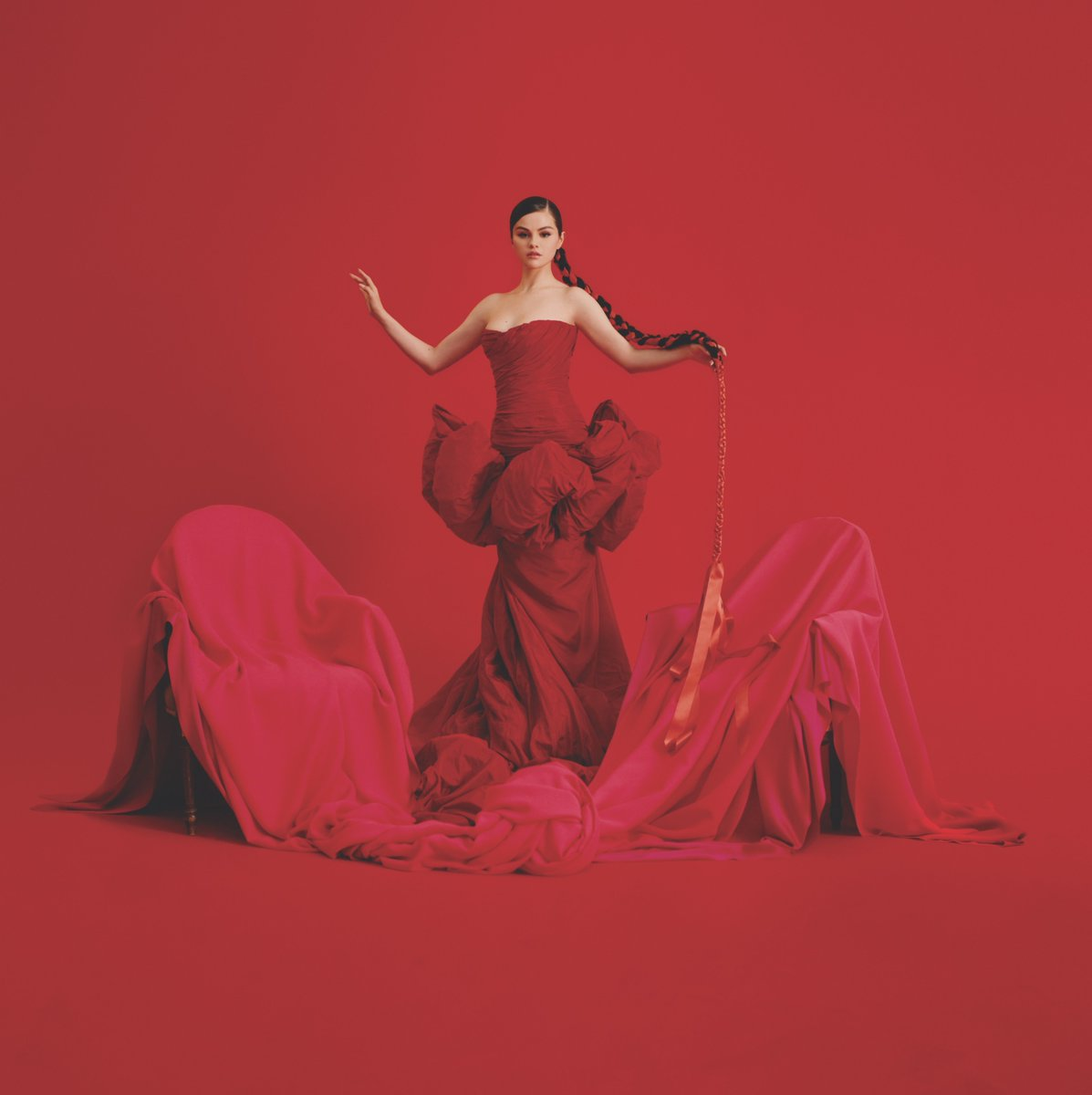 A work of art. @selenagomez unveils the stunning cover of Spanish-language EP 'REVELACIÓN':