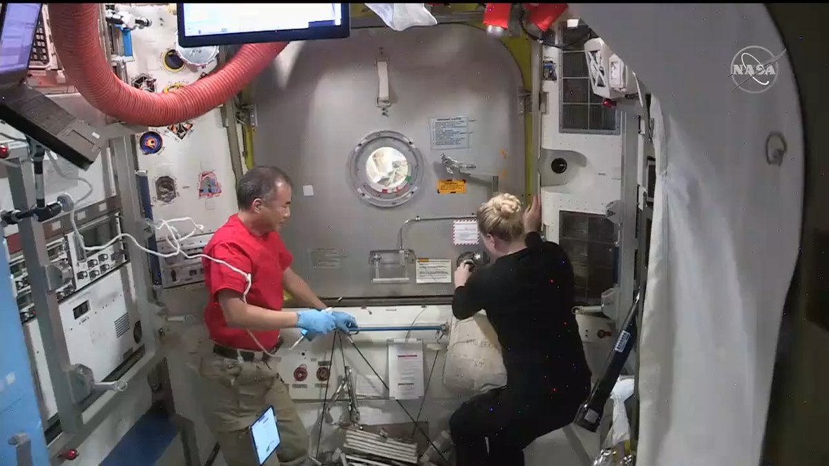 That's a wrap! @Astro_illini and @AstroVicGlover concluded today's spacewalk at 1:24pm ET, following a 6-hour and 56-minute excursion to perform @Space_Station upgrades. Inside, @Astro_Soichi and Kate Rubins await their crew mates as the airlock repressurizes.