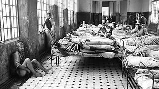 """@loud_donarts O banho era em conjunto com água gelada, e nos dias de frio muitos morriam por hipotermia. Procedimentos como eletroconvulsoterapia, lobotomia, e claro arrancar unhas e dentes para """"segurança"""" dos enfermeiros. Tudo sem anestia. #WeRemember"""