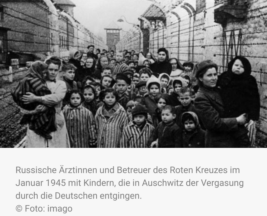 Als d Roten Armee am #27Januar 45 Auschwitz befreiten, fanden sie dort noch etwa 7000 Häftlinge, darunter auch Kinder. Die SS-Wachen hatten diese kranken und völlig entkräfteten Häftlinge zurückgelassen, ../#NeverAgain  #WeRemember