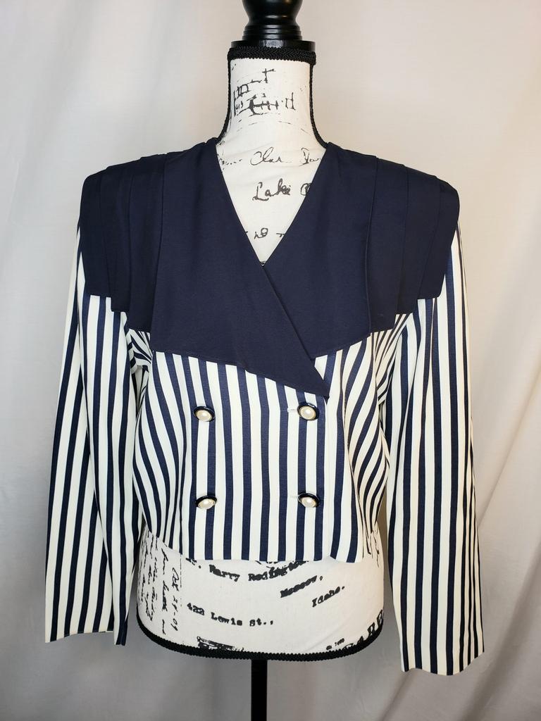 Vintage Dalmys striped cropped blazer...Double breasted with wide collar. . . . #vintagemodmix #vintageinspired #blazers #retro #vintagestyle #fashion #style #ootd #vintageshop #vintagefashion