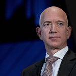 Image for the Tweet beginning: Jeff Bezos vuelve a ser