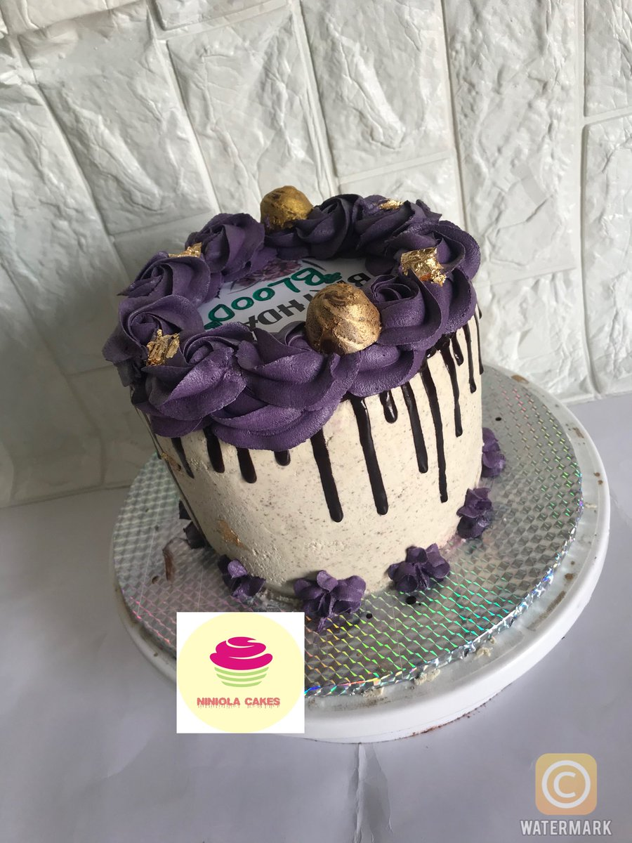 Mowe, aseese, ibafo people, I Dey for you if you need cake 😌😌 dm or WhatsApp 08081769601, to place order #WhatsApp #PartnerwithErica