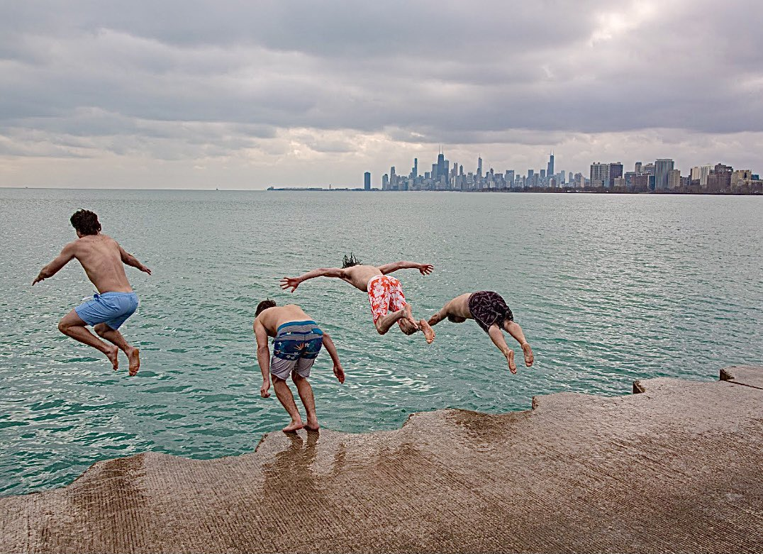 My friend Dan @TheRealDtox is jumping into Lake Michigan in Chicago every day for the past 228 days! Here he is with his son and friends. It's cold in Chicago in January. Dealing with snow & ice now! Made me smile this week @dionnewarwick #dionnewarwick