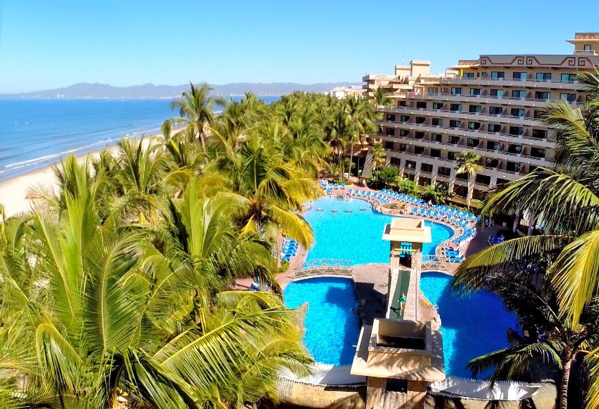 📸 ✨ Photo of the day What do you prefer? A day on the beach or a day by the pool?  ………  📸 ✨ Foto del día ¿Qué prefieres? ¿Un día en la playa o en la alberca?   #BeachMeUp #ParadiseVillage #NuevoVallarta #RivieraNayarit #Mexico #beach #playa #pool