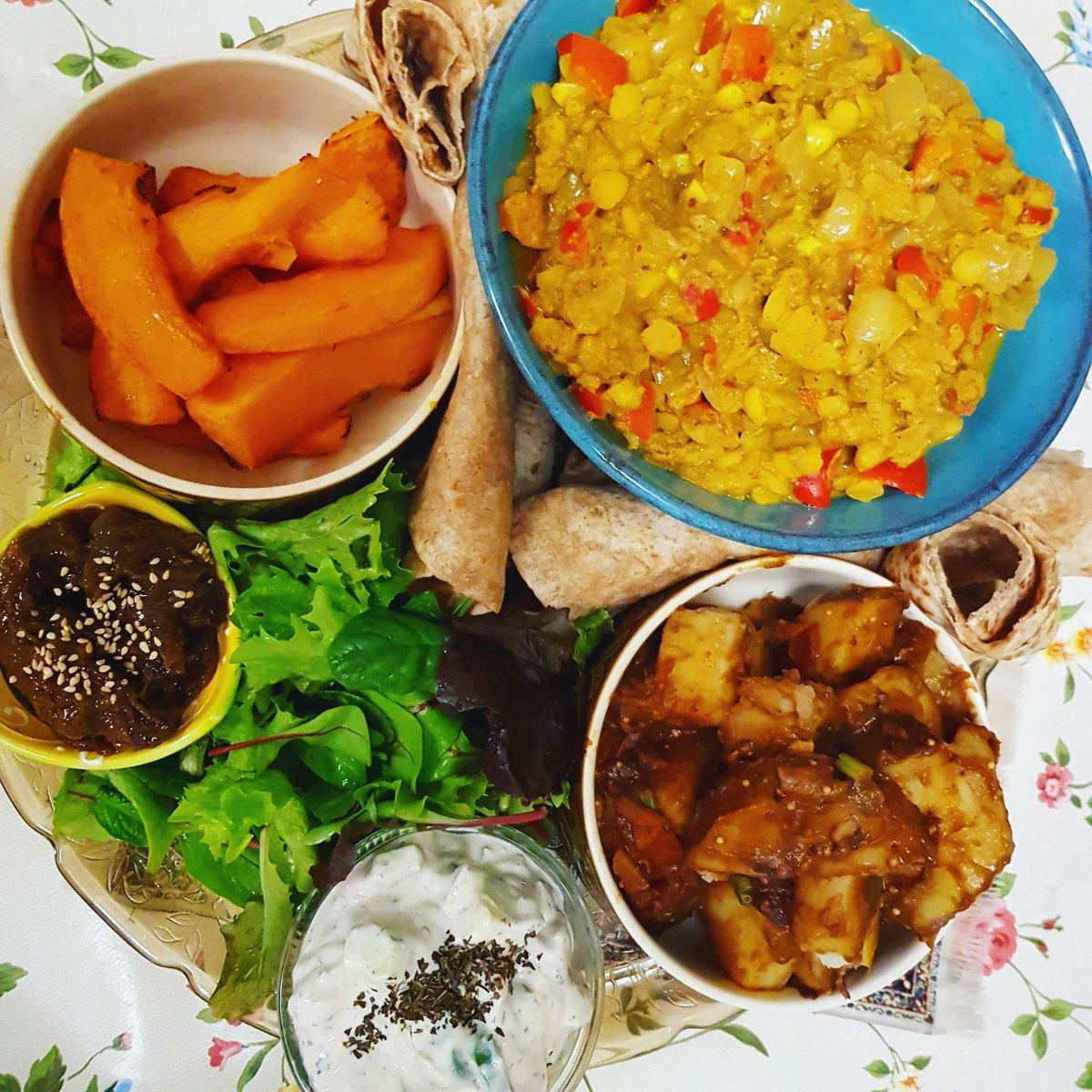 A little mid week (con)fusion 😁 for tonight's dinner: - #daal - roasted #pumkin; - smokey molasses & tamarind potatoes; - rhubarb chutney from @Tinkadventures - raita, salad & chapatis.  🥘🎃🥔🥗🥯  #Veganism #veganfood #CrueltyFree #instafood #Veganuary #Veganuary2021