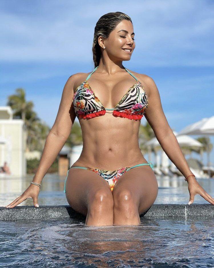 Quien compite con #AleidaNuñez yo creo que es la mejor del momento ustedes que dices #beach #bikinifitness #women