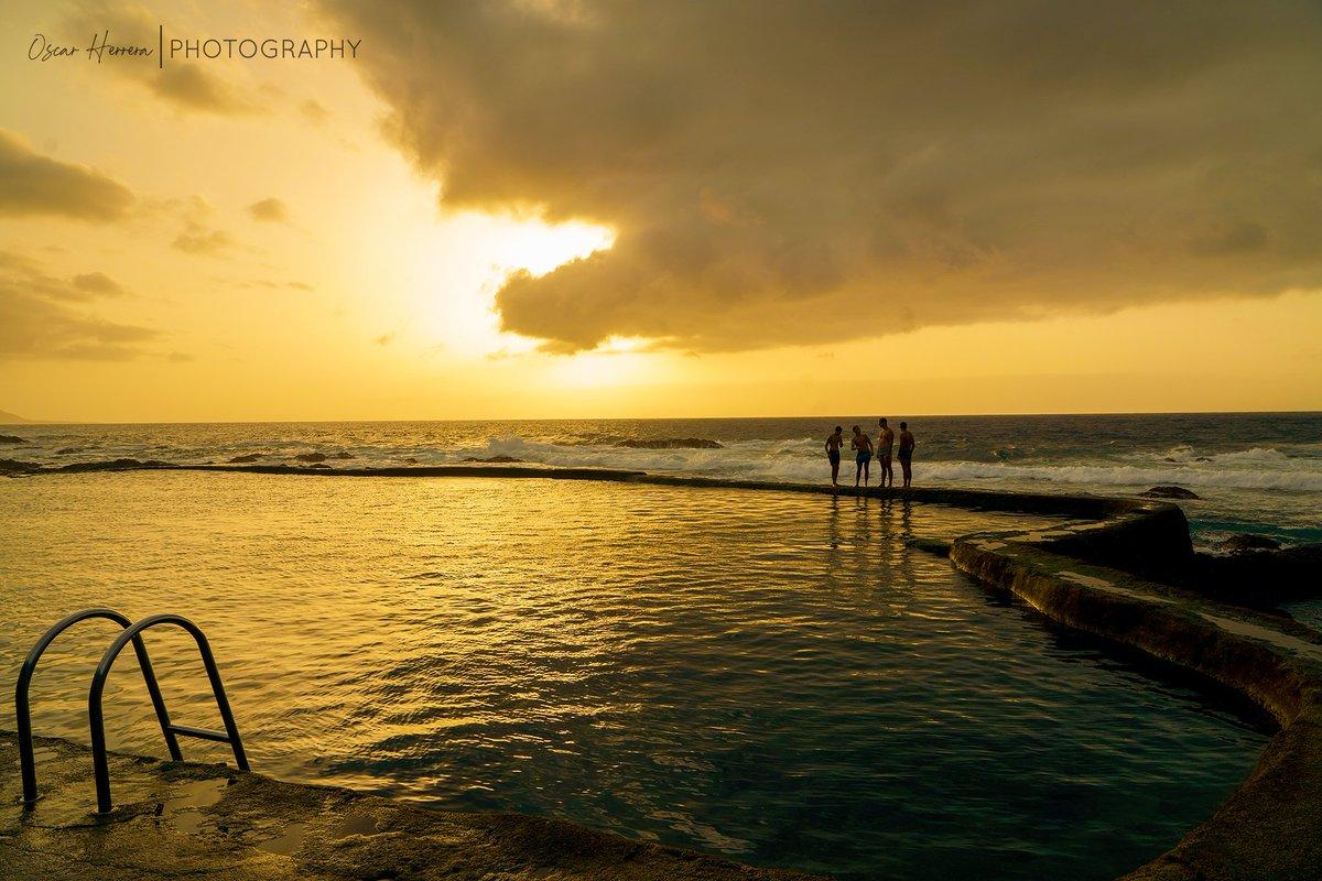 Disfruta la vida!!! 🌄📸🔝 #LaMaceta #ElHierro #isladelmeridiano #turismoelhierro #beach #playa #sunset #atardecer #enjoylife @EmocionesCan @ElHierroTurismo @AytoLaFrontera @7IslasCanarias @canarias_es