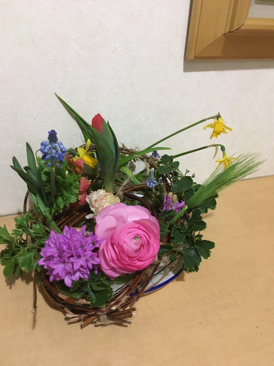 #花 #flowers ツルを土台に球根じか置き🌷今月のレッスン斬新やった