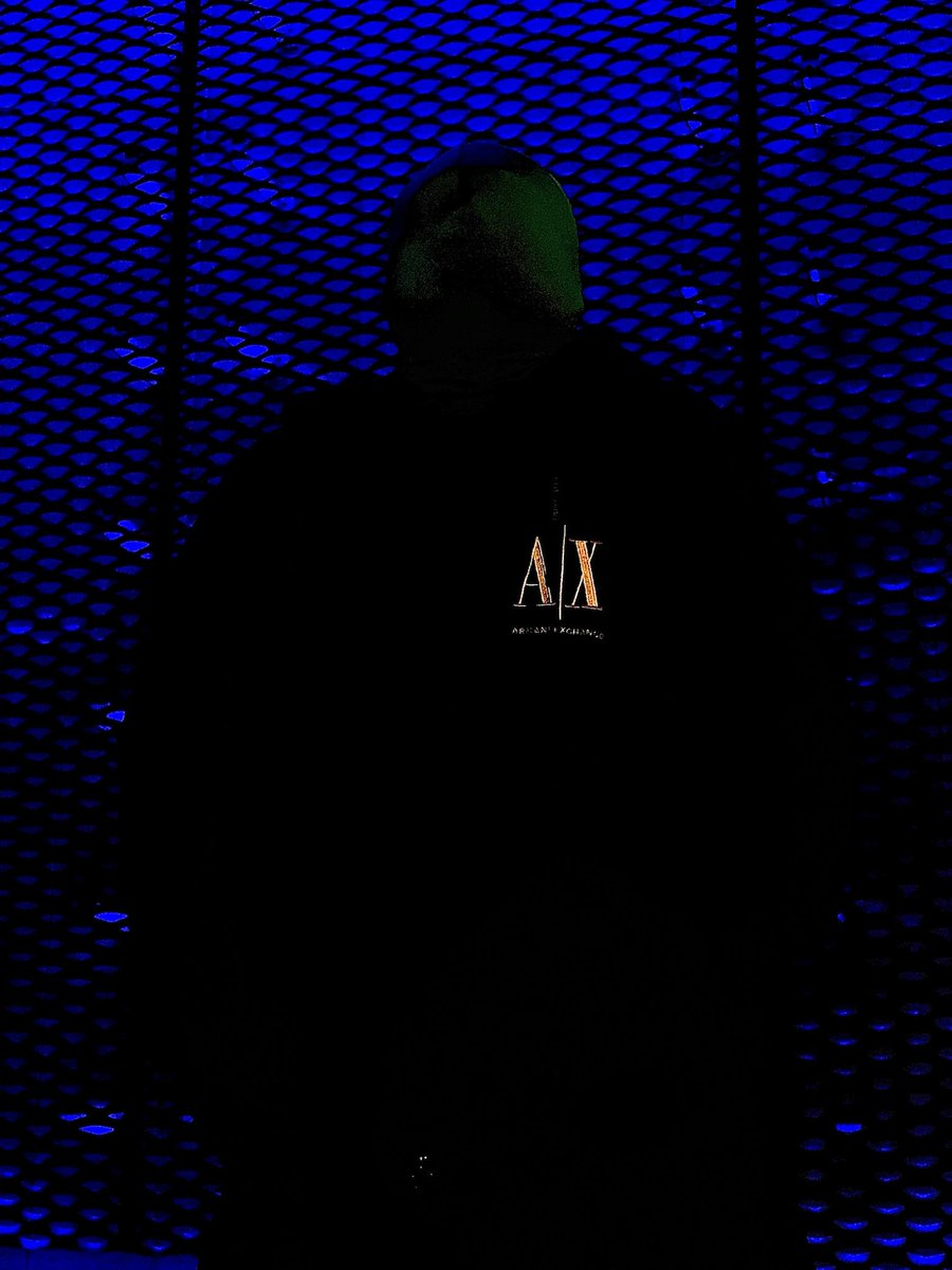 In the presence of a Dragon #thekingsdragon #thedragonscoming #kingsentertainment #kingsent #controlledsavagery #mystery #creature #mystic #mysterious #fadeintodarkness #armaniexchange #bluebackground #art #artwork #powerofthedragon #photography #music
