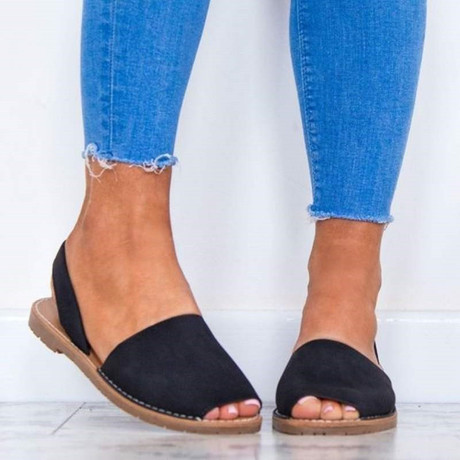 Available in Black Size: 39... send a DM via twitter of Instagram @Twin_collectionz #silhouettechallenge