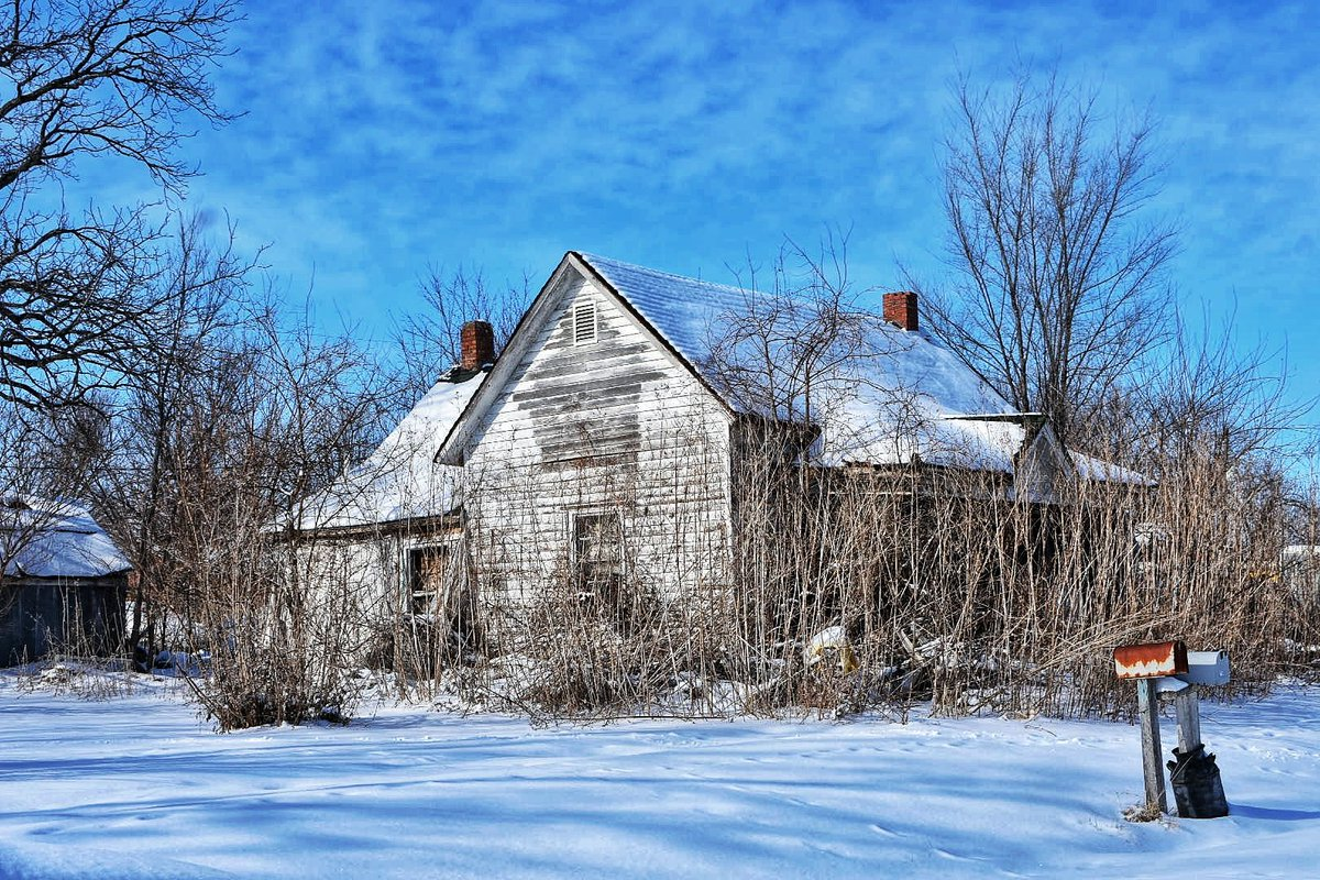 Abandoned house. You may be seeing more of it. There is a story here if anyone is interested!  #photography #photo #winter #amateurphoto #abandonedplaces #snow