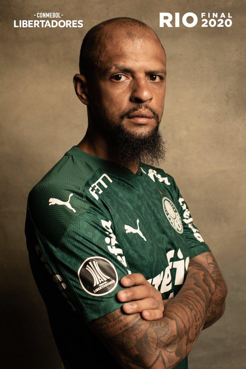Pela nossa história. Honrando o nosso escudo no gramado em que a luta nos aguarda! 🐷  📷 @LibertadoresBR  #JuntosSomosUm #AvantiPalestra #AlmaECoração