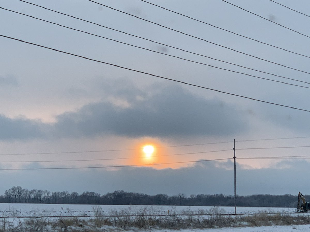 Sun after snowfall #sunset #travelingadventuresofafarmgirl #snow @enjoyillinois @winter