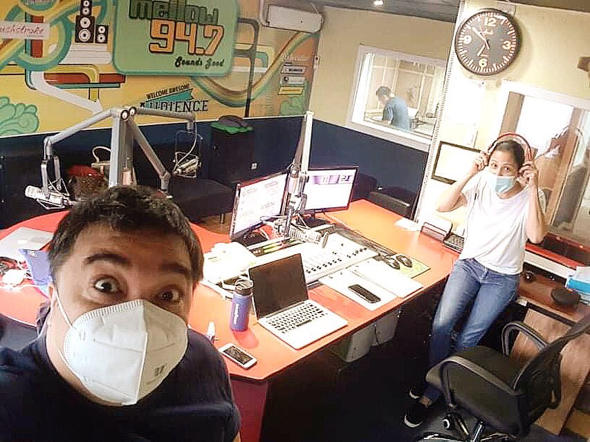 ready to start the show! #goodmorning  ☺️ #thursday...lets get through it so we can get to tomorrow and the #weekend 😂  tune  in 📻 or listen on  #Mellow947 #KarrotsScarletNeil #theawesomewakeupshow #manilaradio #morningradioshow #newnormal #covid19