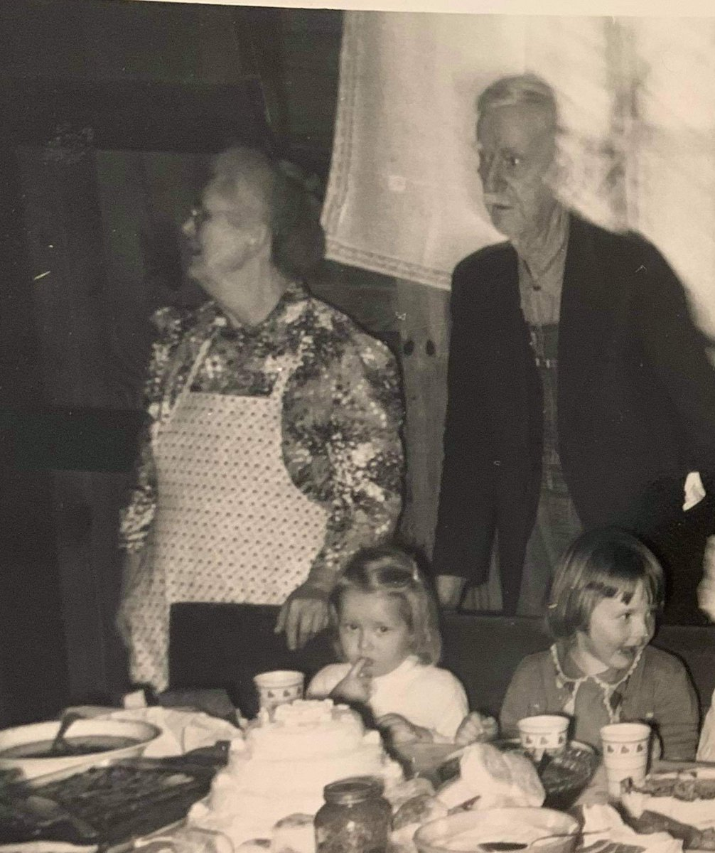 @dionnewarwick One of my sister's found this picture of me (finger in mouth) with my paternal grandparents. It's the only picture with both of them that I remember ever seeing. #dionnewarwick