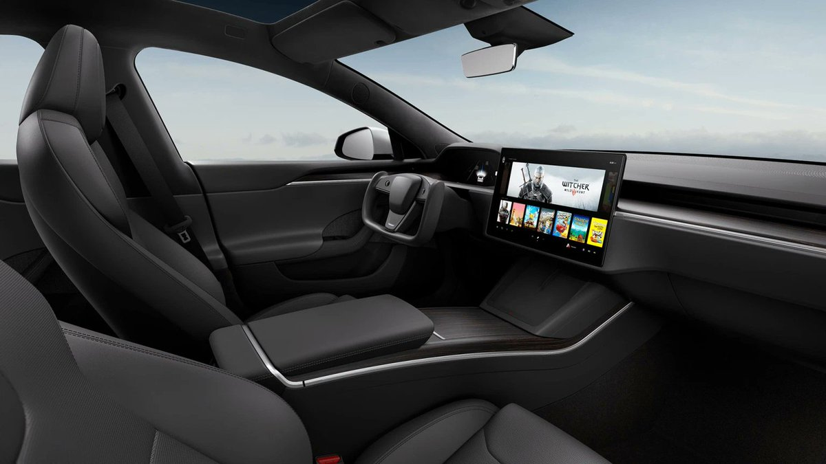 Replying to @yo: New Telsa model S & X design with a funky steering wheel