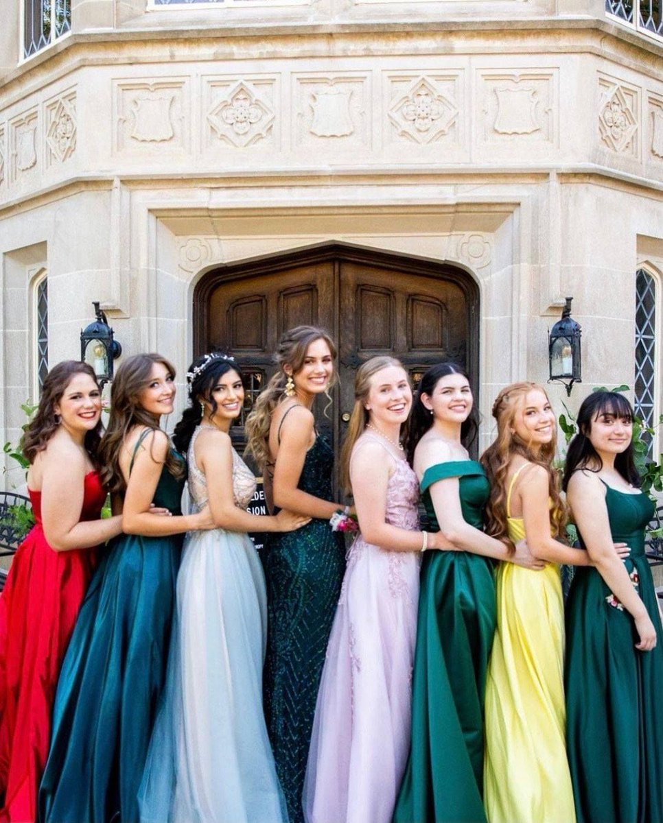 It's Homecoming season! Create you memorable photos here at the mansion 📸 Email us to learn more: harwelden@gmail.com  #Homecoming #Classof2021 #HarweldenMansion #MansionLife #HistoricVenue