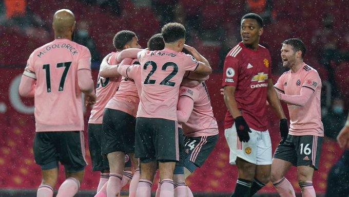 #MUNSHU ⚽️ · Manchester United perdió 2-1 contra Sheffield, último de la tabla, y no pudo llegar a la cima de la #PremierLeague 🔴  #LoViEnTv4 #Tv4Deportes #Manchester_united