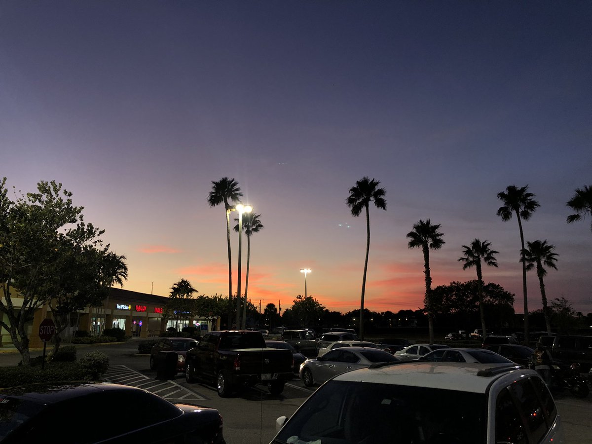 Beautiful #sunset from Publix in Lake Park/North Palm Beach! Love those tall palms. 🌴 #flwx @SurfnWeatherman @SteveWeagleWPTV #flwx