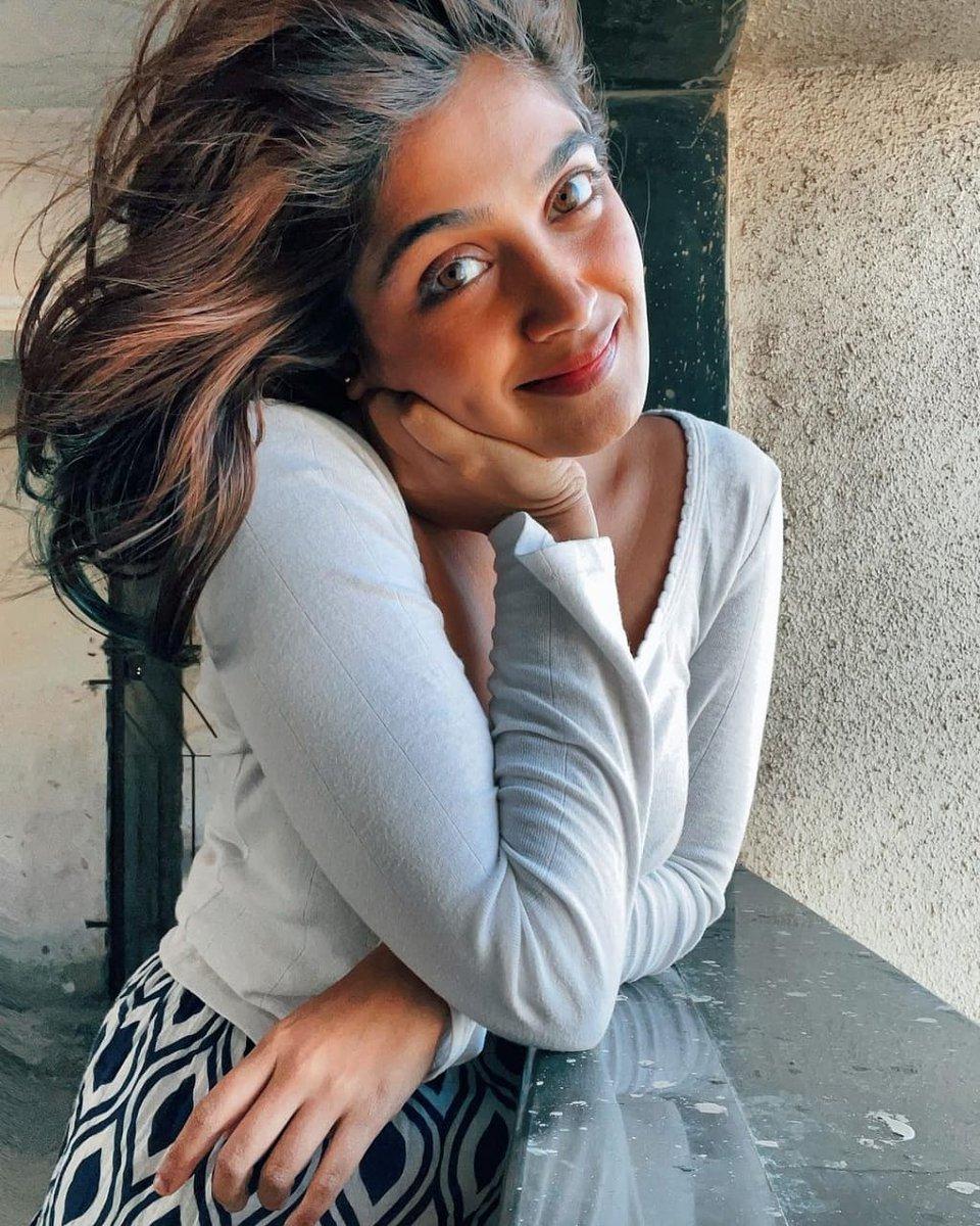 @ishackeskar looks super pretty in this picture 🥰🤩💖  #beautiful #love #instagood #photooftheday #like #photography #fashion #follow #picoftheday #instagram #smile #instadaily #happy #followme #likeforlikes #beauty #cute #style #nature #instalike #photo #bhfyp @marathipage3