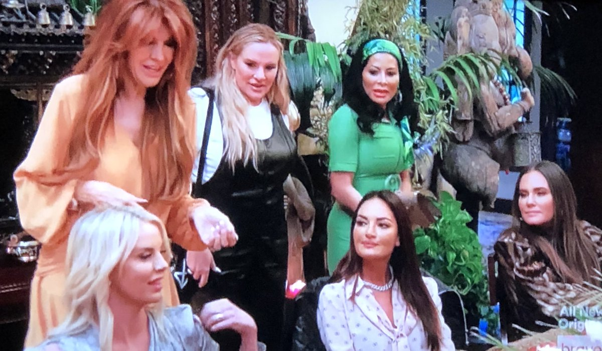 Jen just really shows up after screaming shes going home? I can't decide if this is thirst or fantastic because we actually might get some resolve??? #RHOSLC