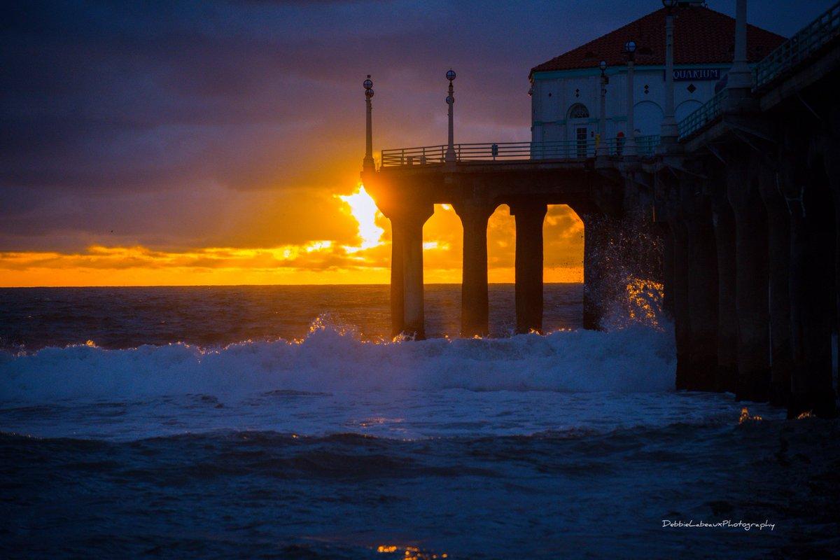 Good evening 💙🖤 #manhattanbeach #California #sunset #photography #PhotoOfTheDay #thursdayvibes #Nikon #d850 #weather #nofilter #debbielabeaux #shannasshots @debbie_labeaux Just posted a photo @ Manhattan Beach, California