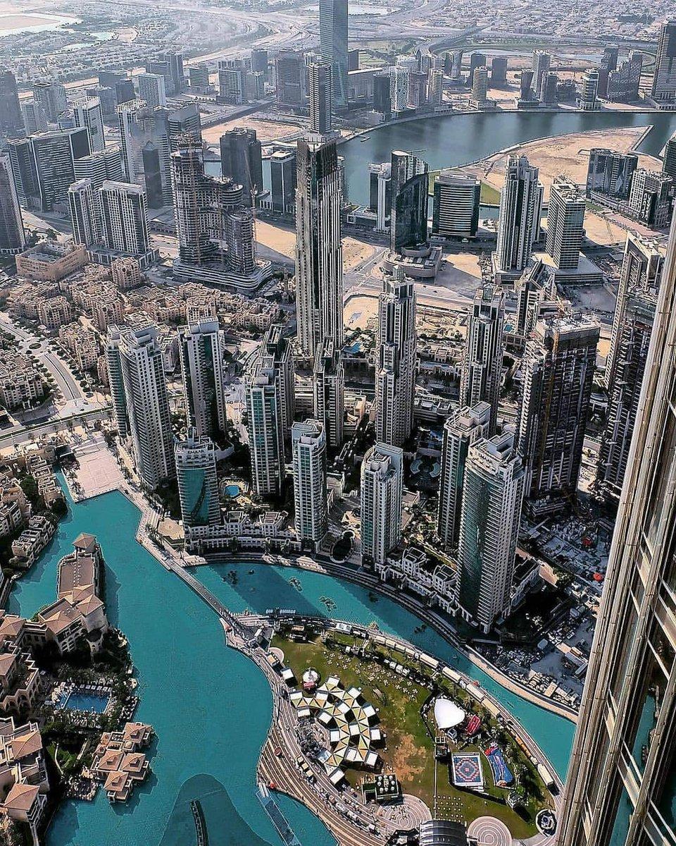 On the top. Photo by ig:iamdocgelo #PicsDubai #Dubai #PhotoOfTheDay #PicOfTheDay #InstaLike #City #Skyline #Skyscraper #Design #love #instagood #happy #travel #kind #future #2021 #newyear #BurjKhalifa #KeysOfDubai