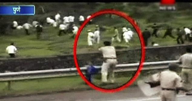 Some of Incidents Congress and company Murdered #Democracy   📌1948 Congress workers ordered killing of thousands of Brahmins after Gandhi was shot dead.  (Images Show the Police Firing ordered by Maharashtra Government on Farmers in 2011)