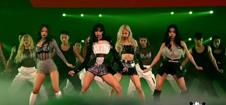 THEY KILL THE STAGE 😭😭 #BLACKPINKxCORDEN