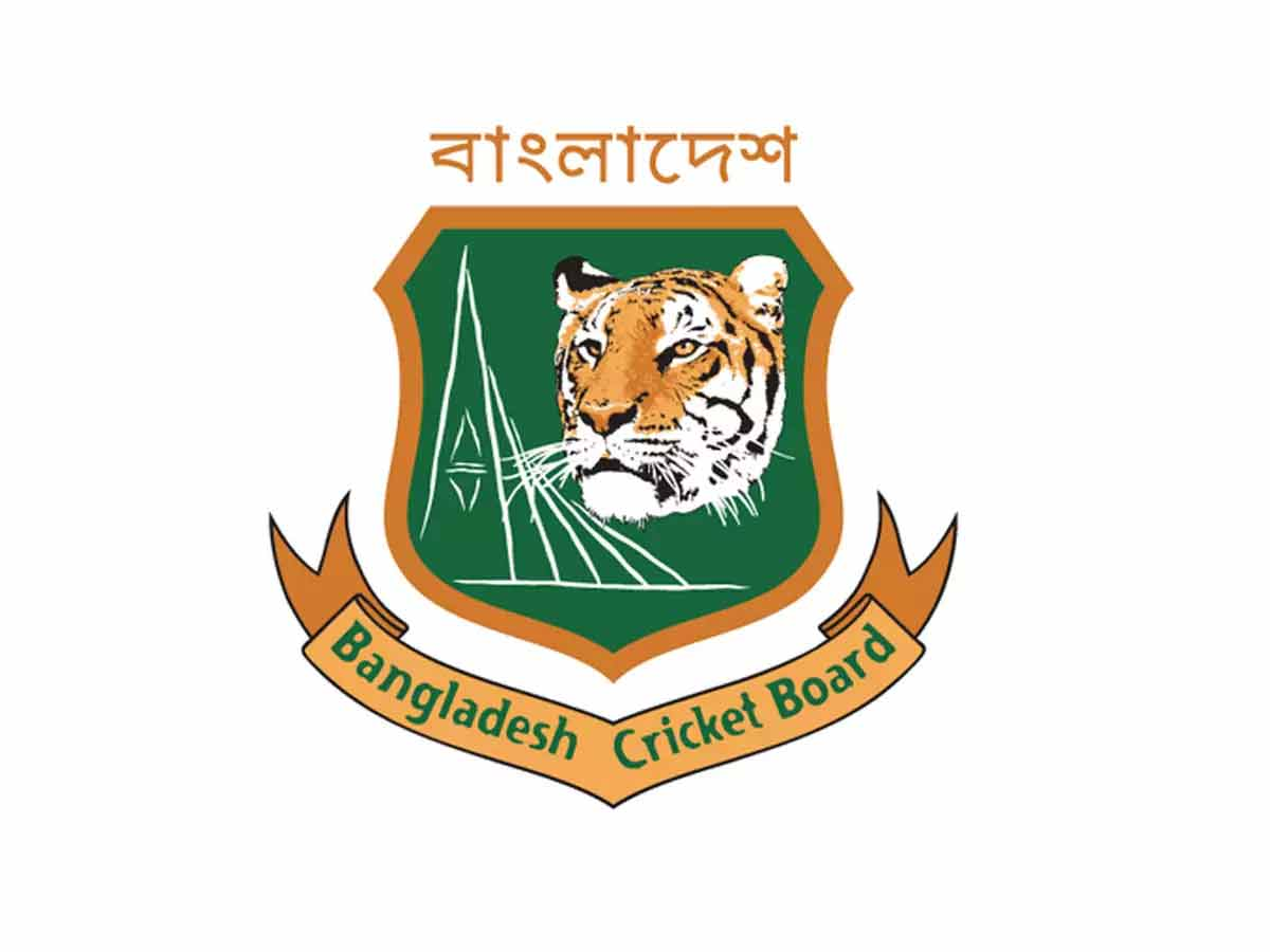 #Cricket #COVID19   Bangladesh to launch vaccination drive for cricketers🏏  The @BCBtigers has ruled out resuming cricket at all levels until all players are vaccinated.  Read More ▶️