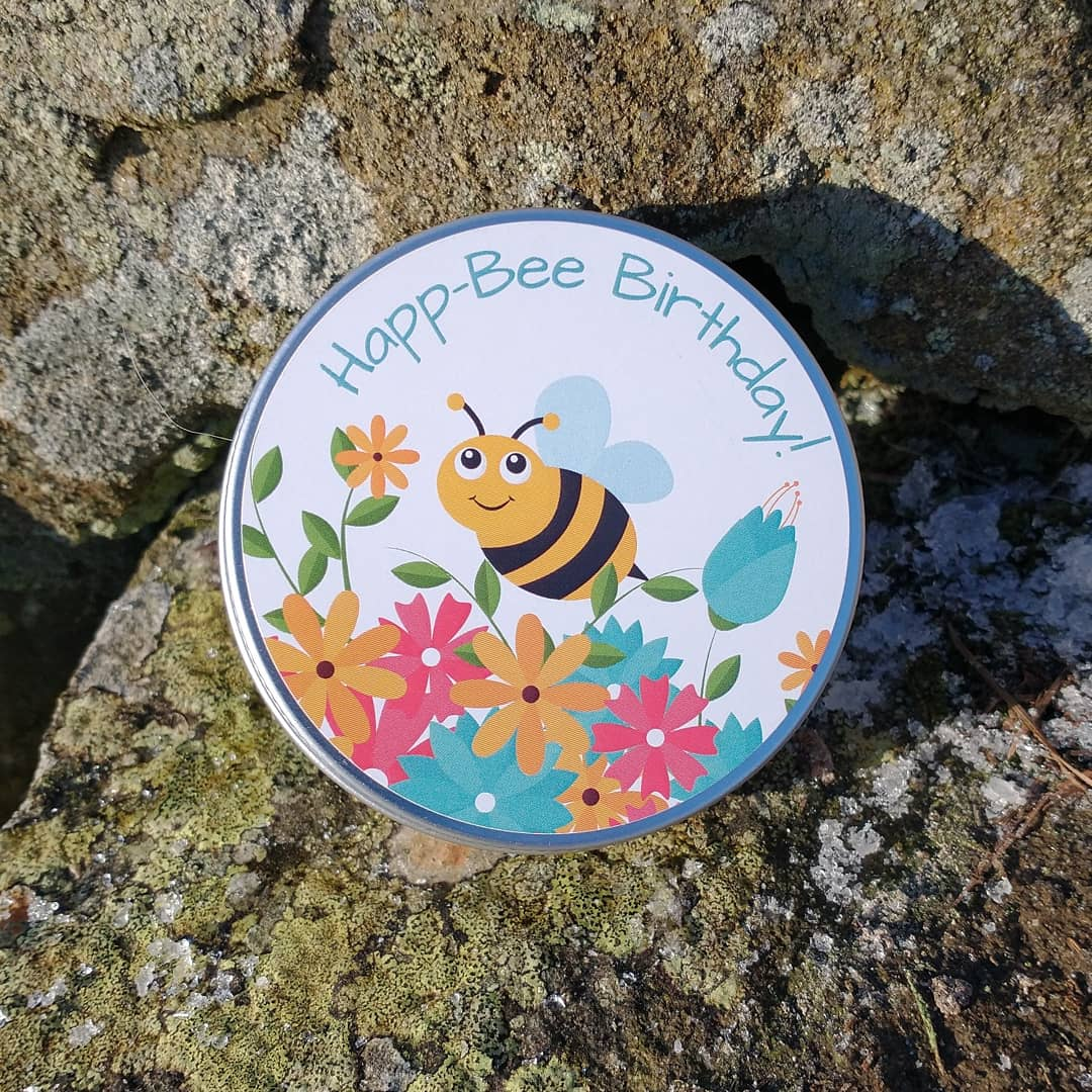 🐝🏵️🐝 Sow the love of nature with a #happbeebirthday British Wildflower Seed Bomb Gift Tin, the tin comes complete with either 20 or 40 seed balls 🐝🐝  #thebirchhen #shopscotland #tweedvalley #ScottishBorders #savethebees #EarlyBiz #flowers #etsy #bees