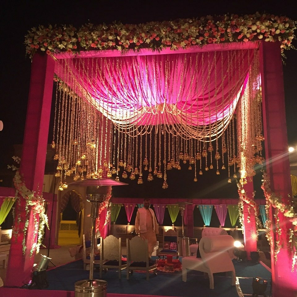 #Repost @yunaweddings • • • • • • Taj Hari Mahal, Jodhpur  Wedding Mandap!  . . #weddingmandap #vedi #mandap #mandapdecor #wedding #weddingflowers #kaleerein #traditionalwedding #weddingphotography #wedding #weddinginspiration #weddingideas #weddingflowers #bride #groom