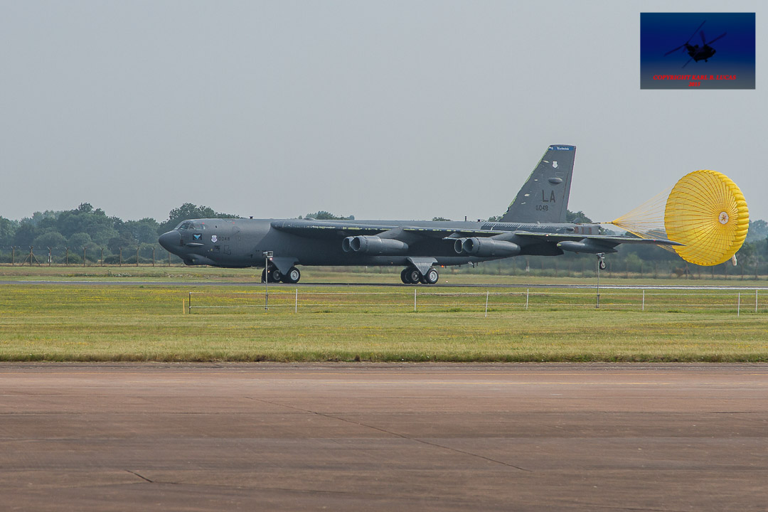 #boeing #b52 #stratofortress #bomber #coldwar #classic #american #airforce #parachute #buff #airshow #airdisplay #riat #fairford