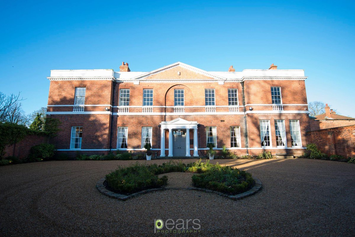 Absolutely love this stunning photo of our facade taken by @pearsphoto @bawtry_hall @VisitBawtry 🥰🥰🥰 Such a beautiful arrival for your wedding day! 💍🥂 #bawtryhall #visitbawtry #wedding #weddingday #exclusiveuseweddingvenue