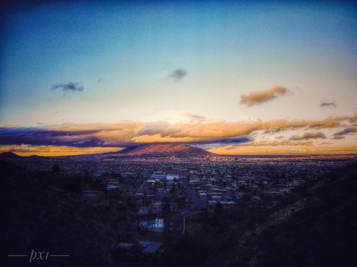 De Cerro a cerro, Ciudad Juárez- El Paso Texas.   #paisajes #naturaleza #Streettraveljrz #nature #landscape #photography #travel #fotografia #turismo #paisaje #monta #photo #photooftheday #naturephotography #paisajesnaturales #landscapephotography  #mexico