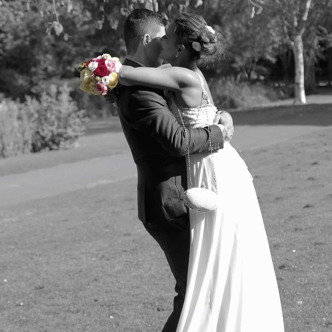 #weddingdress #WeddingPlanner #WEDDINGPHOTOGRAPHY #wedding #weddinghour #weddingideas #weddinginspiration #weddings #weddingrings #weddingday #lovelive #hug #hugday #kisses