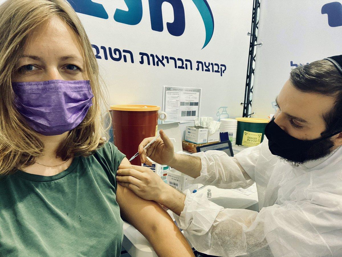 I (38) just got vaccinated (1 shot) in Jerusalem. The nurse's name is חיים, life. I talked German he Yiddish. A sheynem Dank #Israel! 💉💙 #Corona #COVID #vaccine