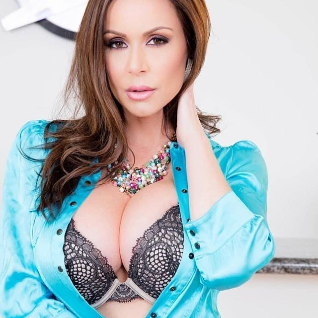 Daily photo 🌹 @KendraLust She is beauty, she is grace