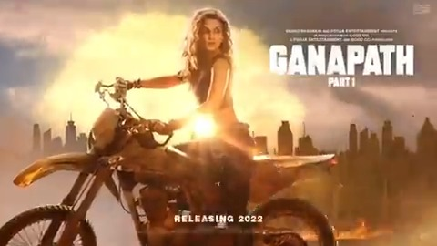 Our leading lady Jassi is here and she is here to rule 🔥  Presenting @kritisanon our fearless action lady in #Ganapath opposite @iTIGERSHROFF 😎 #VikasBahl @vashubhagnani @jackkybhagnani @honeybhagnani #GoodCo