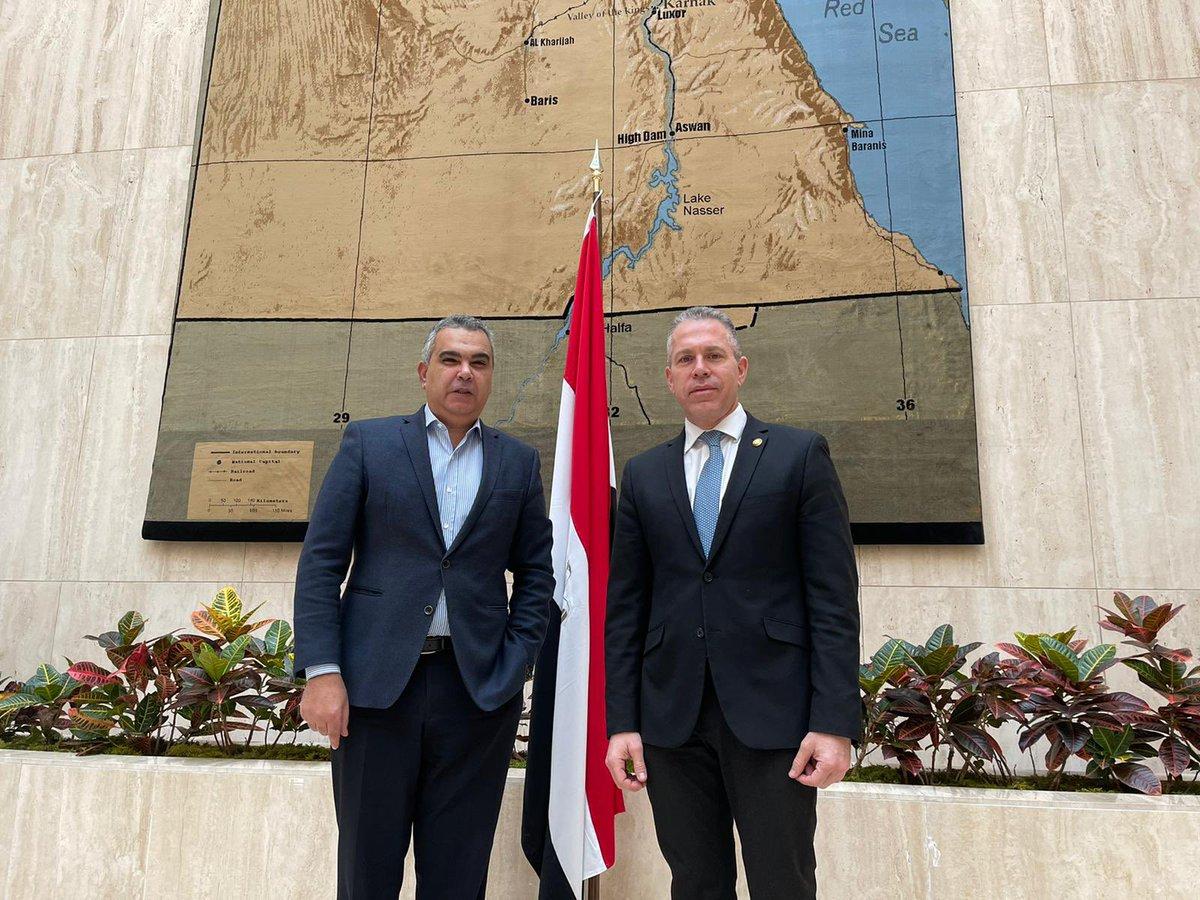 """إسرائيل تغرد : لقاء بين سفيري إسرائيل ومصر لدى الولايات المتحدة جلعاد أردن ومعتز زهران. السفير الإسرائيلي أردن: """"بح…"""