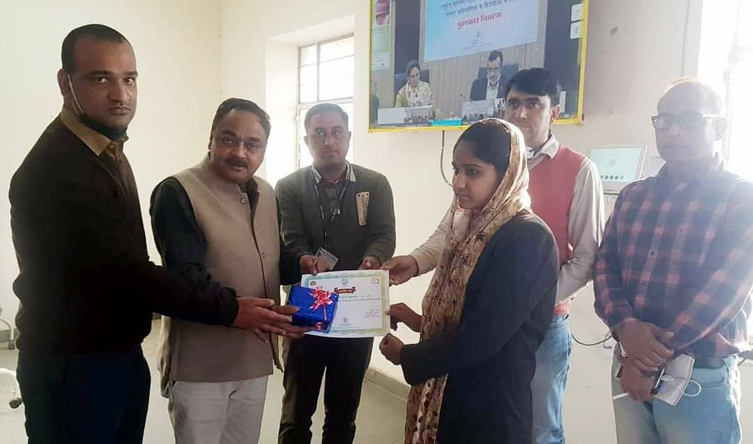 On Wednesday, the winners of the poster competition organized across the state on the National Girl Child Day by the Medical Department were awarded. Najmin, a daughter of Rollsahabsar of Sikar district, has been ranked in the competition #nationalgirlchildday2021 #girlchild