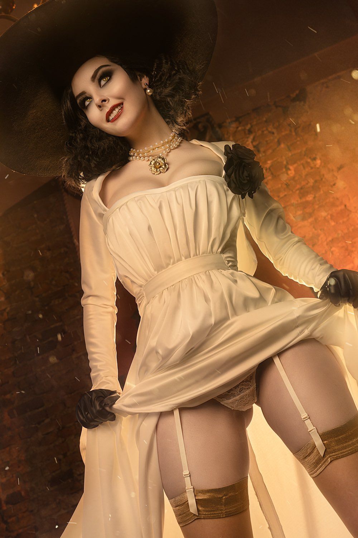 Helly von Valentine Lady Dimitrescu Cosplay
