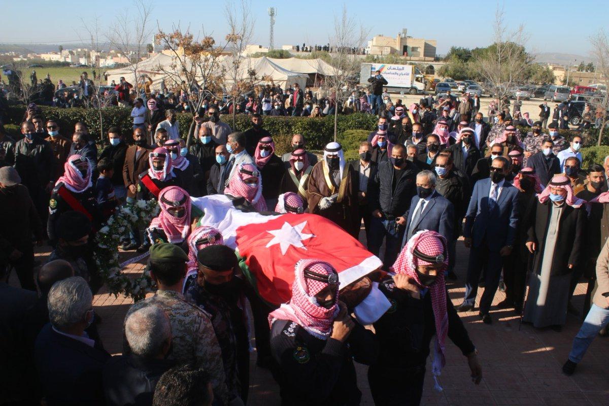 القوات المسلحة تشارك بتشييع جثمان الفريق أول المتقاعد عبدالهادي المجالي بترا الاردن