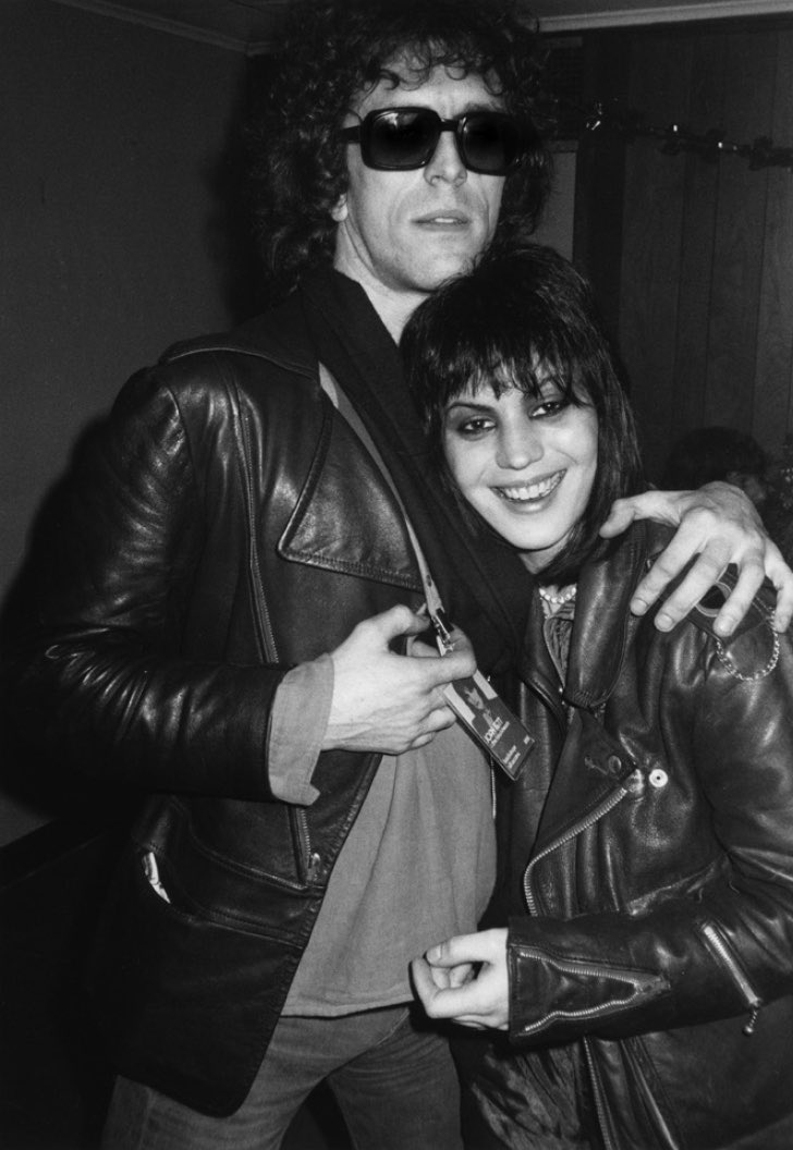 """""""I like the relationship between myself and the subject. That's something that Ive always enjoyed."""" Mick and @joanjett backstage cuddles, 1982 #tbt"""