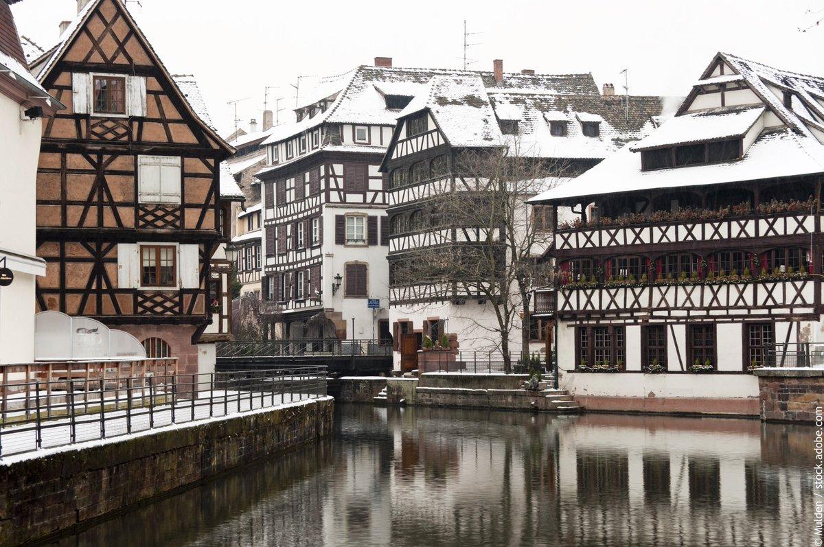 Et une photo de Strasbourg… aux couleurs de l'hiver cette année ! #Alsace #VisitAlsace #Strasbourg #VisitStrasbourg #hiver #neige https://t.co/7izZ4Al6HV