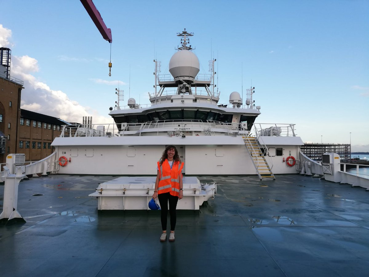 I'm Robyn Samuel a #NEXUSS PhD student at NOC and @OceanEarthUoS. Im often in awe of the fact that we now have the technology to unveil the biodiversity of a marine ecosystem from just a litre of filtered seawater. Find me over at @robynsam145 #WomeninScience #eDNA
