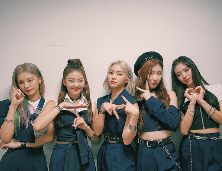 Happy birthday to these beautiful and talented women.  2 amazing years with you. Love you so much. Queens!! 🖤🤍🖤🤍💍💍💍💍🇰🇷🇰🇷🇰🇷🌸🌸🌸🌸🎉🎉🎉🎉🎂🎂🎂 @ITZYofficial #itzyworldwide #HappyBirthdayItzy #MIDZY #ITZY2ndYear #Chaeryeong #LIA #YEJI #RYUJIN #YUNA