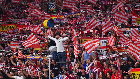 Mítines, manifestaciones, teatros, conciertos, elecciones, cenas de aniversario...¿Para cuando el fútbol, sinvergüenzas?