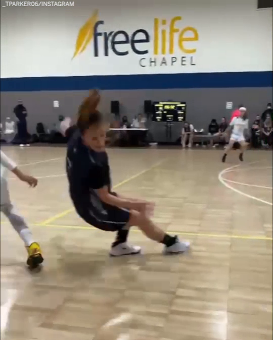 She's only in 4th grade, playing varsity and taking ankles 😳  (via _tparker06/Instagram)